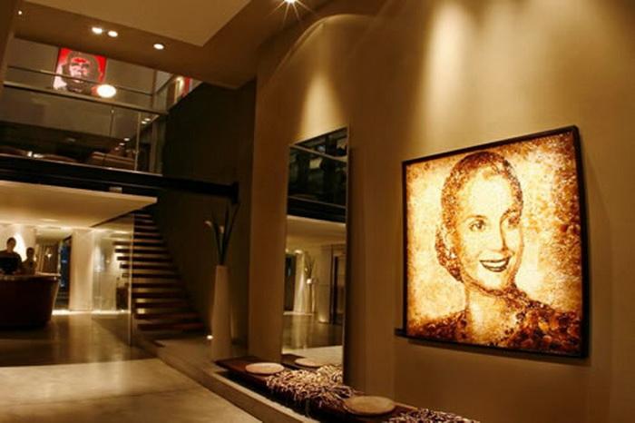 Портреты знаменитостей в отеле Esplendor в Буэнос-Айресе