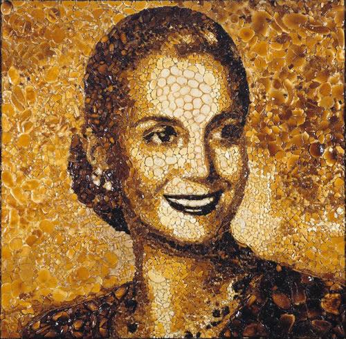 Портреты знаменитостей в отеле Esplendor в Буэнос-Айресе. Материал - черствый хлеб и смола