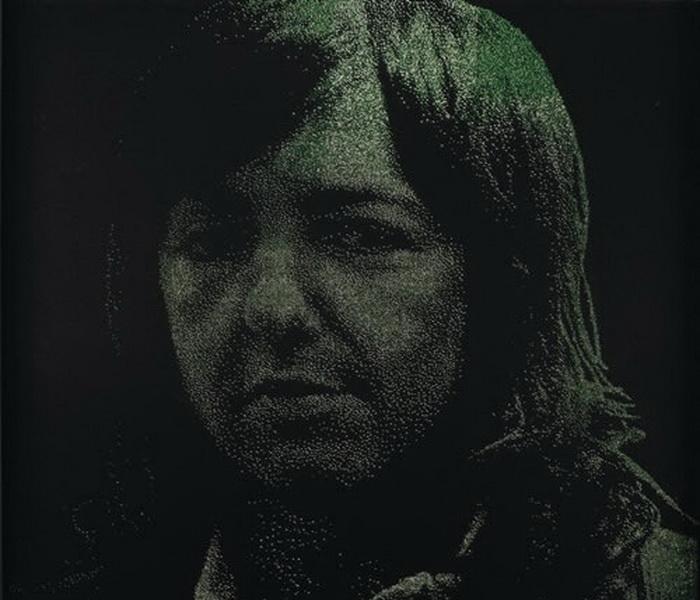 Портреты знаменитостей в отеле Esplendor в Буэнос-Айресе. Материал - цветные бусины на черном бархате