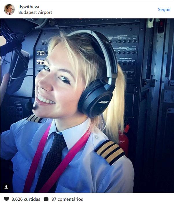 Тестирование новых наушников. Фотография из кабины самолета.