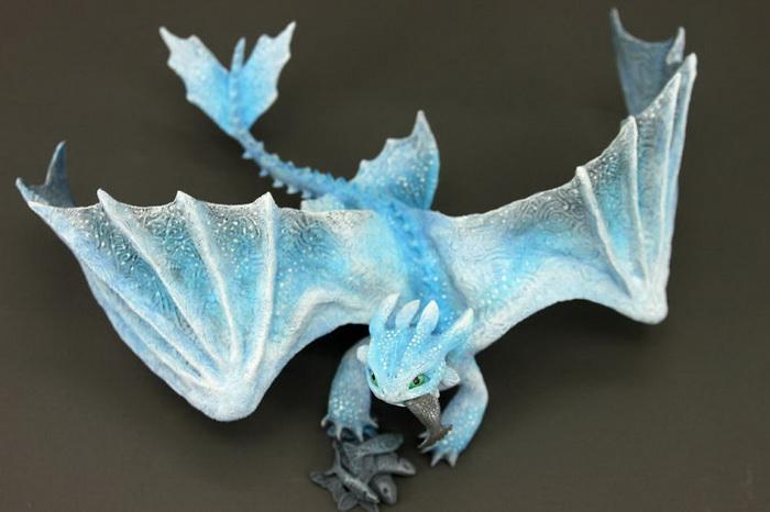 Очаровательные драконы - любимая тема Евгения Хонтора