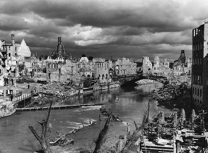 Руины Нюрнберга, май 1945 года.