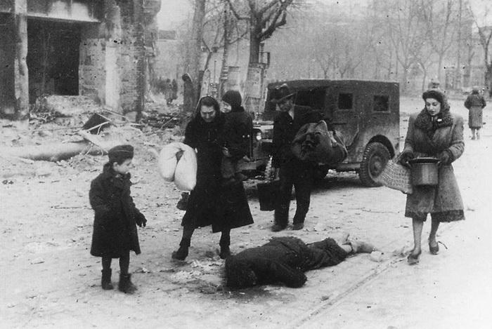 Вена. Апрель 1945 года. Возвращение беженцев.