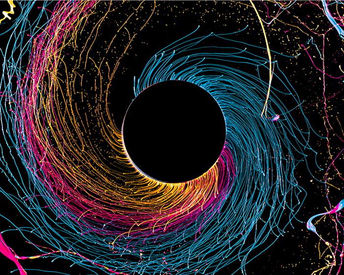 Черная дыра: новый фотоэксперимент от Фабиана Оэфнера