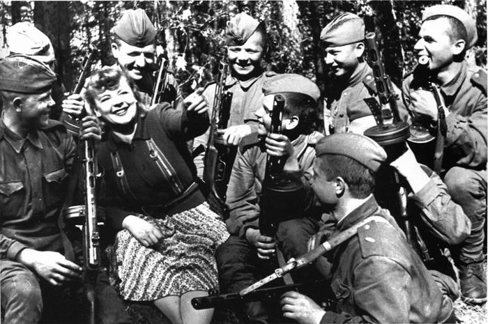 Зоя Федорова на фронте, концерт для воинов Красной Армии