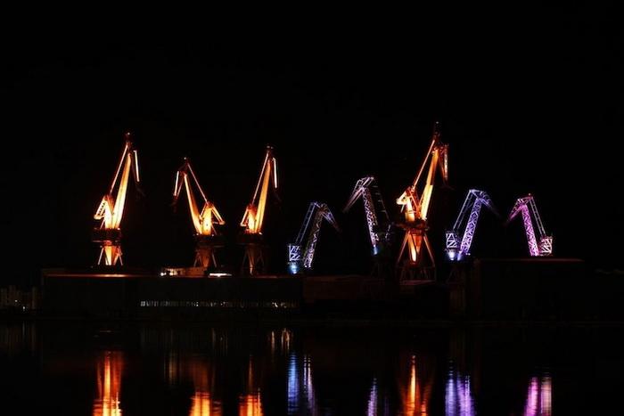 Инсталляция *Светящиеся гиганты* на фестивале Визуалия