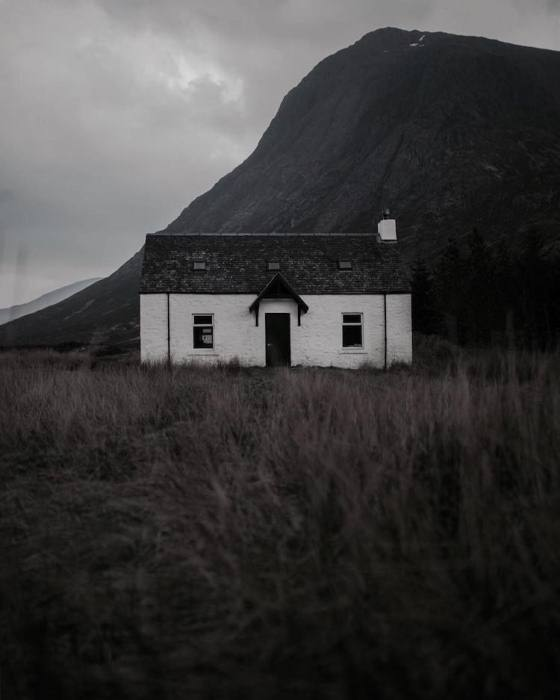 Одинокий дом.