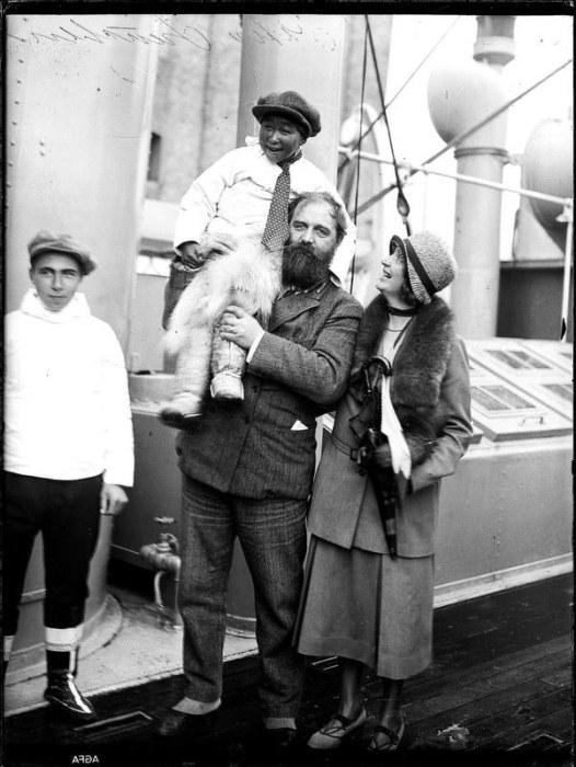 Питер Фройхен со своими детьми. Фото: badassoftheweek.com