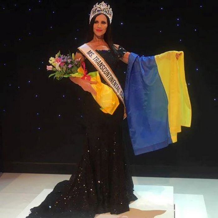 Одесситка Светлана Гасс с украинским флагом.