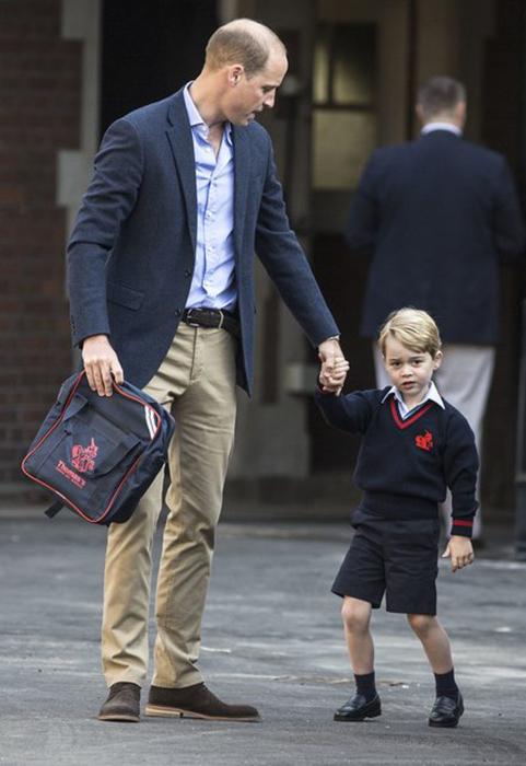 Принц Джордж в свой первый день в школе.