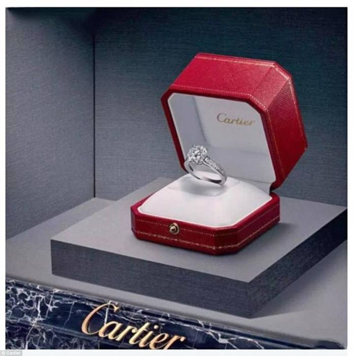 Кольцо от ювелирного дома Cartier.
