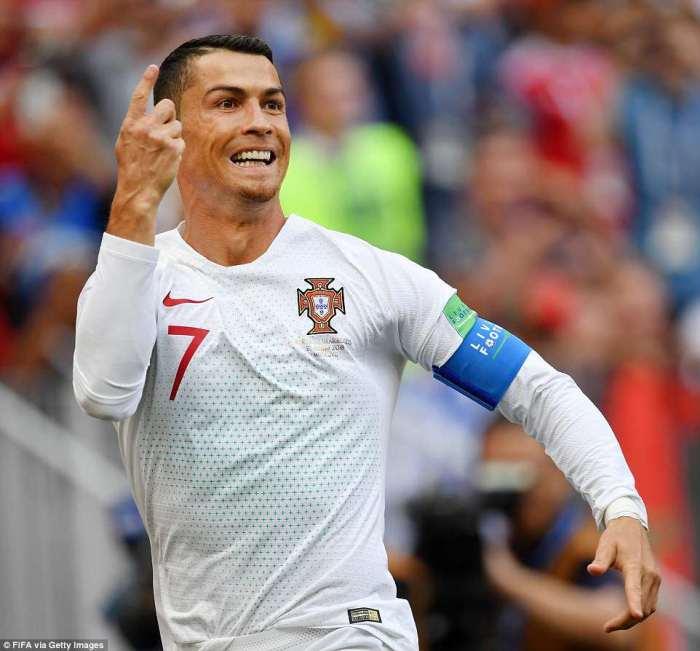 Криштиану Роналду забил гол в ворота Марокко.