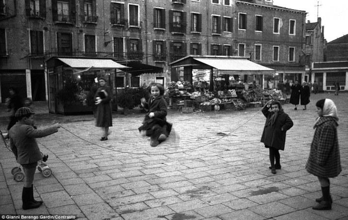 Снимок сделан в Венеции, 1958 год. Фотограф: Gianni Berengo Gardin
