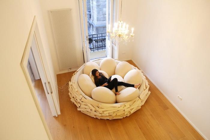 Необычный дизайнерский диван в виде птичьего гнезда