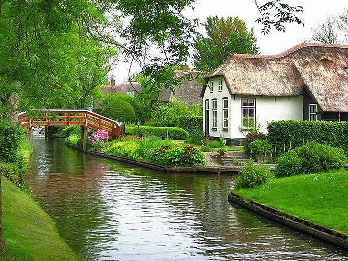В Нидерландской Венеции насчитывается около полусотни живописных мостиков