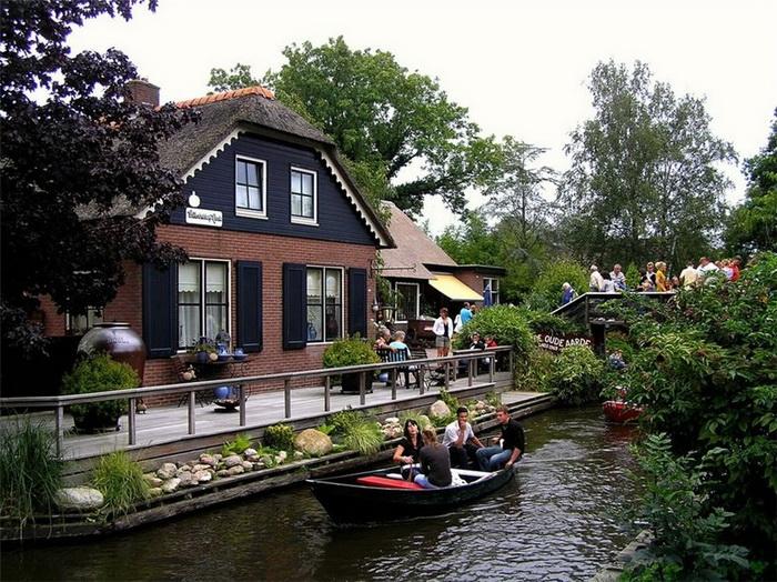 Деревня Гитхорн - одна из достопримечательностей Нидерландов
