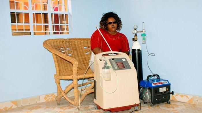 Глэдис Каманде с кислородным баллоном. Фото: niaje.com
