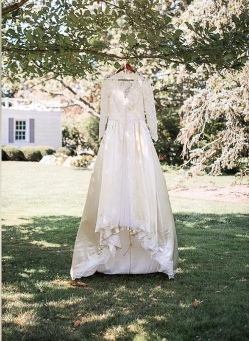 Свадебном платье выглядит, как новое.
