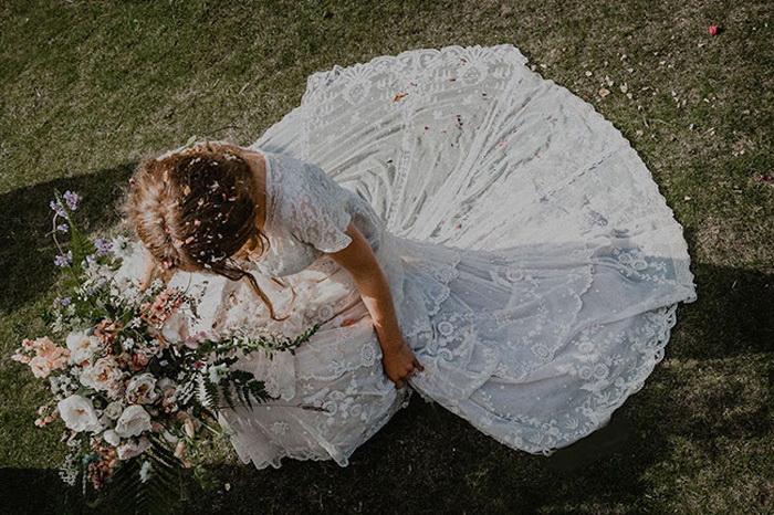 Невеста в свадебном платье, которому 147 лет.