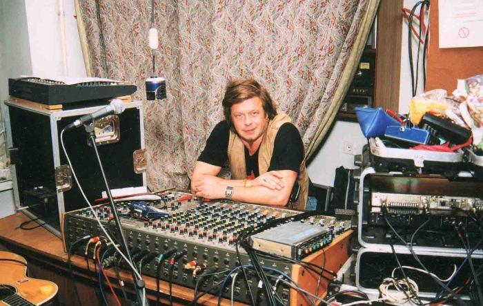 Борис Гребенщиков в звукозаписывающей студии Аквариума, 2001. Фото: aquarium.lipetsk.ru
