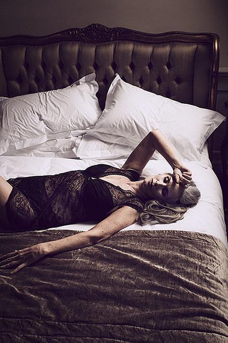 Модель Никола Гриффин в рекламе женского белья