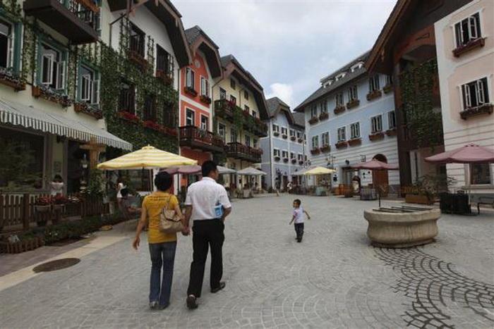 Китайцам удалось полностью воссоздать австрийскую деревню