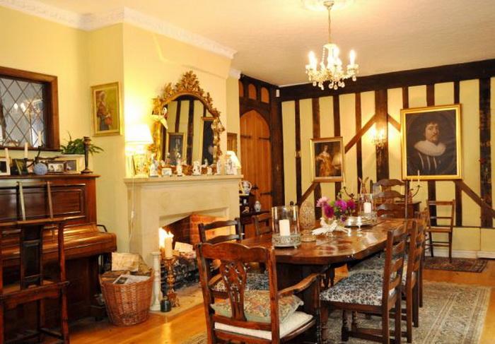 Старинный особняк, ставший домом Гарри Поттера.