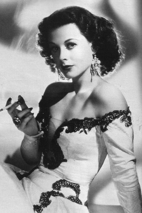 ... актриса, сыгравшая в эротическом: www.kulturologia.ru/blogs/251115/27329