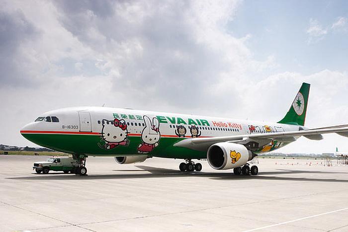 Самолет с изображением Hello Kitty