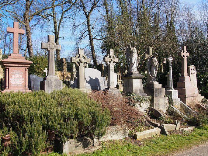 Хайгейтском кладбище - самое большое кладбище викторианской эпохи.