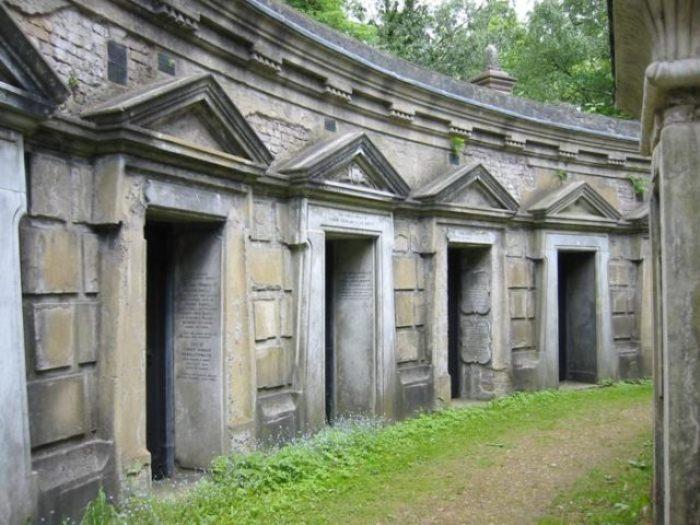 Круг Ливана. Восточная часть кладбища.