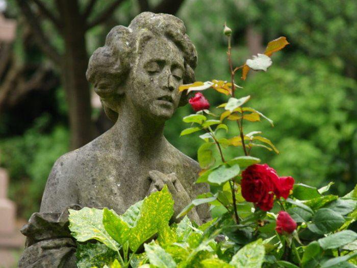 Статуя на могиле Элизабет Джексон. Первое захоронение на Хайгейтском кладбище. 26 мая 1839 года.