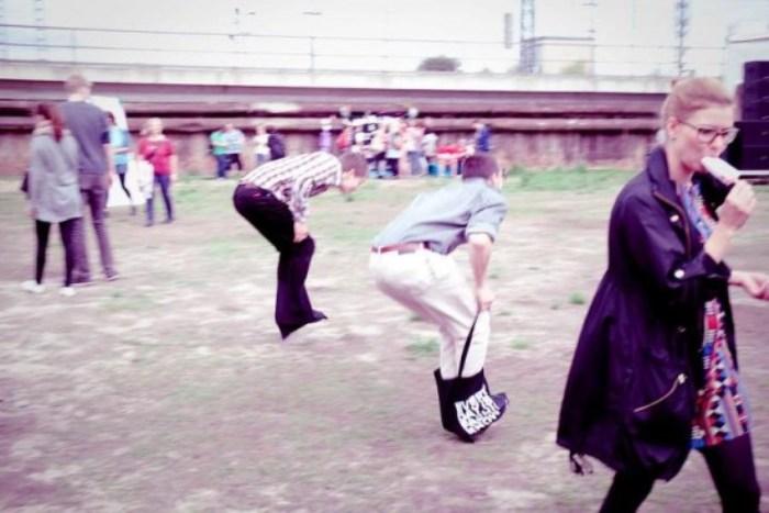 Hipster Olympics: прыжки в сумках