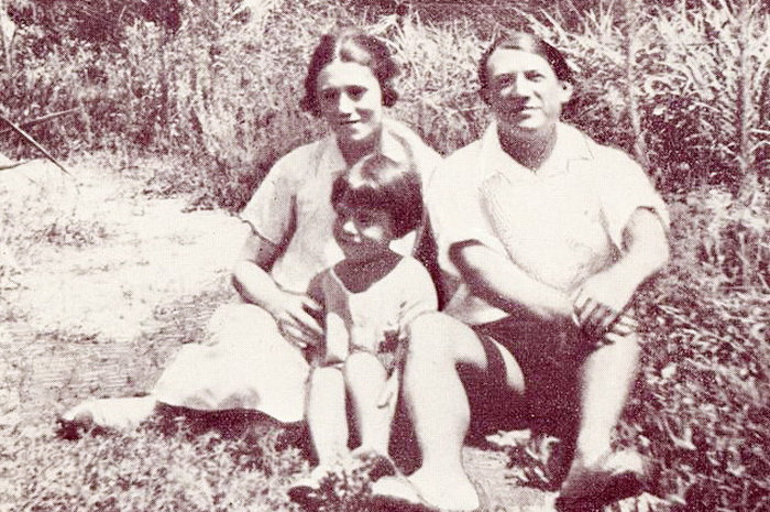 Пабло Пикассо, Ольга Хохлова и их сын Пауло, Антибы, 1924 год