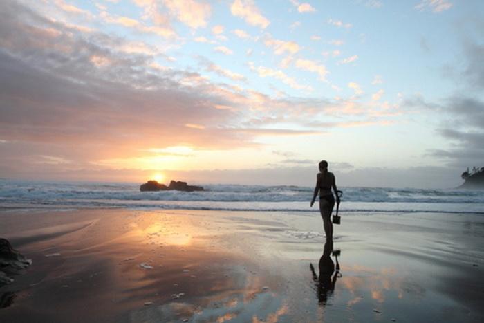 На Hot Water Beach отдыхающие приходят с лопатой