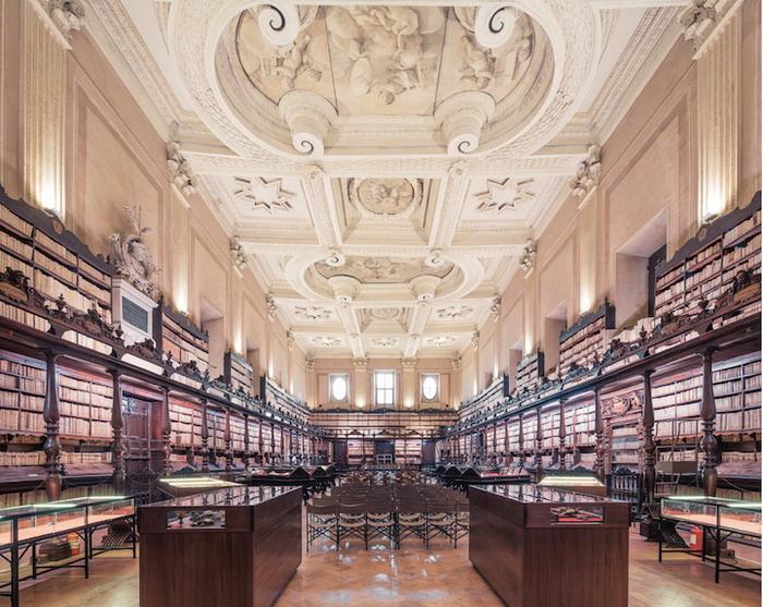 Библиотека Vallicelliana (Рим). Фотограф Фрэнк Бобот (Franck Bohbot)