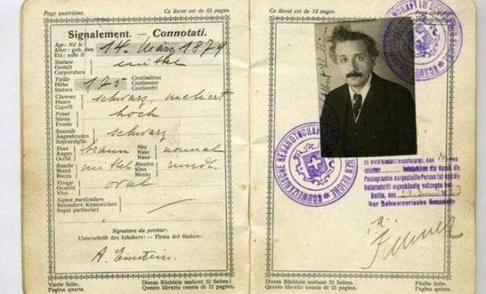 Паспорт Альберта Энштейна