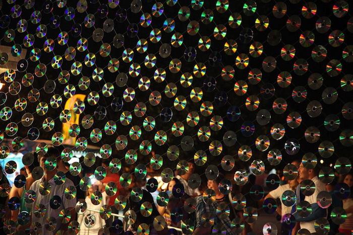 Инсталляция из 6000 компакт-дисков