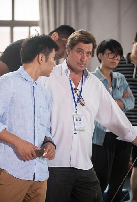 Справа - австралийский кинематографист Филипп Ран