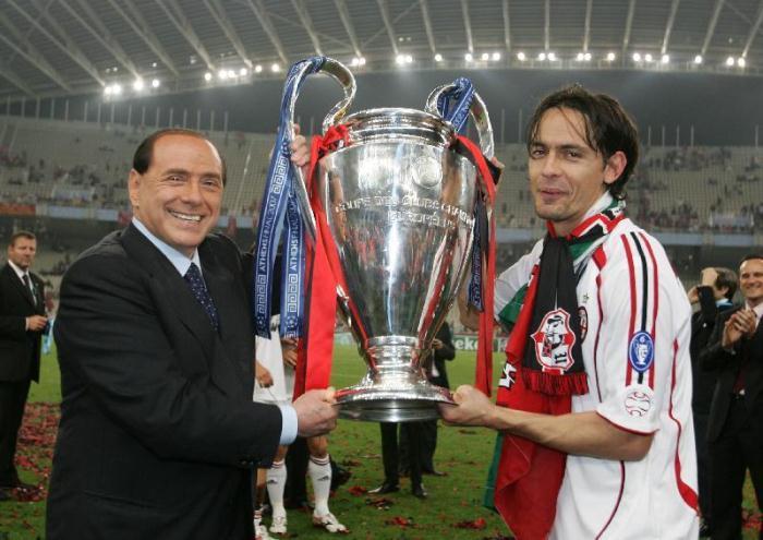 Сильвио Берлускони и Филиппо Индзаги с трофейным кубком. Чемпионат УЕФА 2007 год. Фото: Sportbox.az