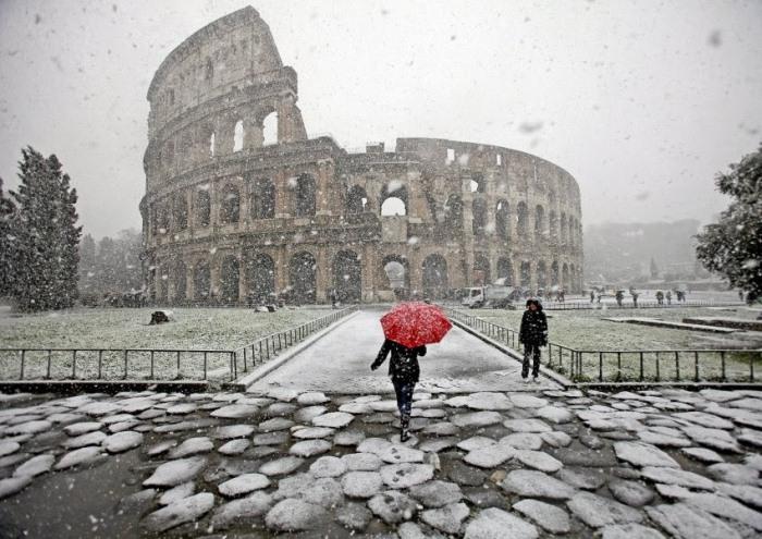Колизей под снегом. Фото: kratko-news.com