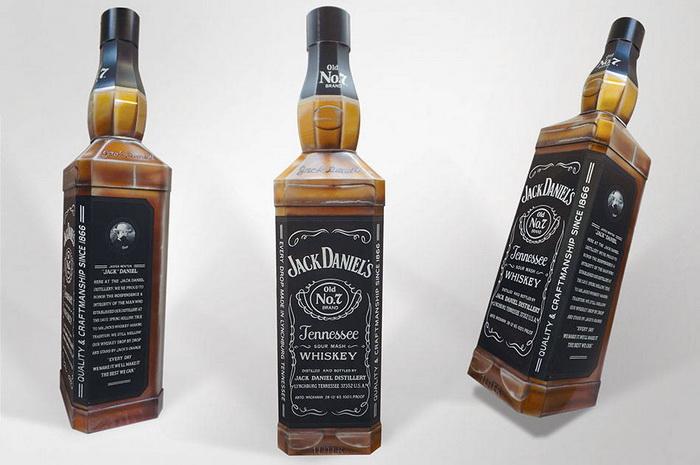 Гроб в виде бутылки виски Jack Daniels