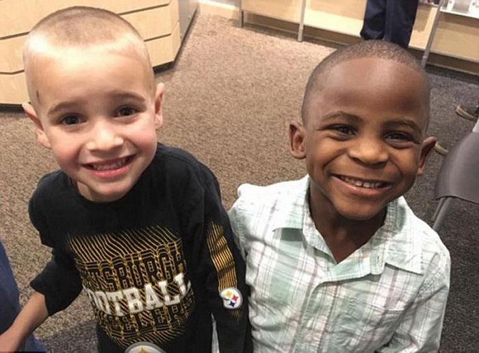 Дружба вне расы: по мнению мальчишек, с такими прическами они выглядят одинаково.