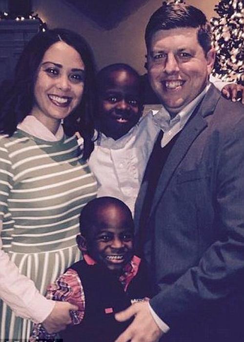 Эта семья счастлива вместе.