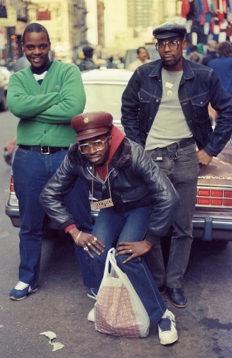Бруклинские рэперы. Обязательный атрибут - массивные аксессуары