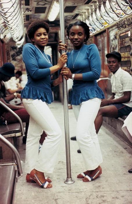 Девушки в метро