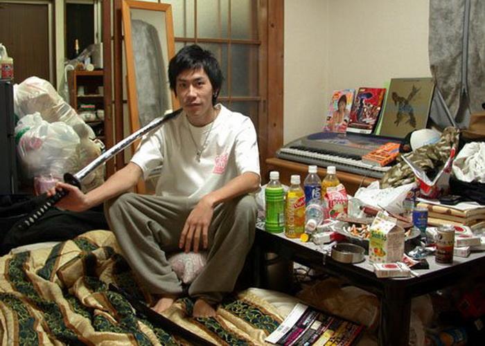 Хикикомори: добровольными отшельниками зачастую становятся молодые мужчины