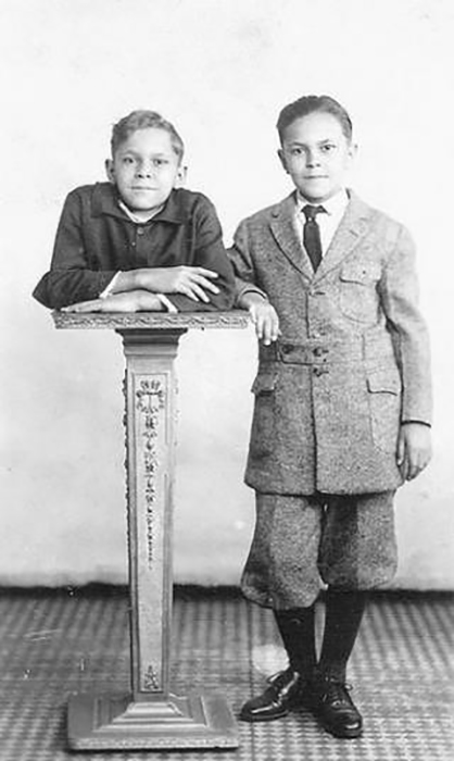 Джонни Экк с братом Робертом. Фото: virtoo.ru