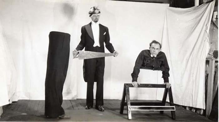 Иллюзионистское шоу Джонни Экка. Фото: officeplankton