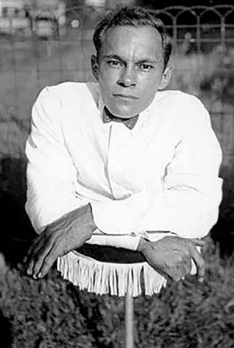 Джонни Экк - человек с недоразвитой нижней пловиной туловища. Фото: Dayonline.ru